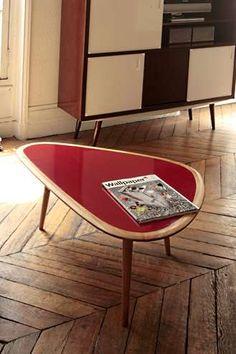Cette table basse Red Edition a un style très 50's.