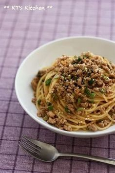 ピリ辛ひき肉のネギごまパスタ|レシピブログ