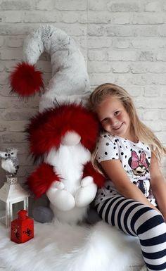 Škriatkovia , Vianočné dekorácie | Artmama.sk Handmade Christmas Crafts, Christmas Gifts For Kids, Holiday Crafts, Christmas Tables, Diy Snowman Decorations, Pink Christmas Decorations, Arts And Crafts Box, Hobbies And Crafts, Christmas Gnome