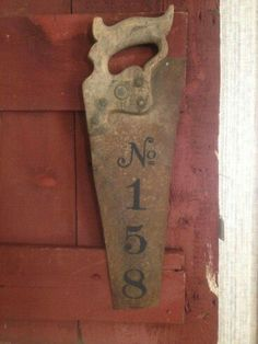 Fun and Easy DIY Christmas Gifts for Dads & Grandfathers repurposed-saw-with-house-numbers Always aspired to figure out how to knit, nevertheless unsure the place to start? Country Decor, Rustic Decor, Farmhouse Decor, Rustic Barn, Barn Wood, Rustic Wood, Christmas Gift For Dad, Christmas Diy, Antique Christmas