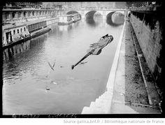 Agence Rol, Péniche coulée (obus) [Paris, Pont au Change, 4e arrondissement], 1918, BNF/Gallica