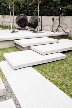 ideas, examples and tips for the stairs in the garden - set modern garden stairs overlapping concrete steps - Garden Garden design Garden ideas Garden landscaping Garden lighting Modern Landscaping, Backyard Landscaping, Backyard Ideas, Landscaping Edging, Outdoor Steps, Garden Stairs, Exterior Stairs, Concrete Steps, Concrete Walkway
