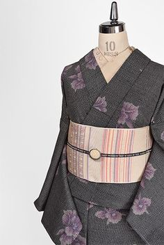 モノクロームにモーヴカラーの蘭の花美しく浮かぶウール単着物 - アンティーク着物・リサイクル着物のオンラインショップ 姉妹屋