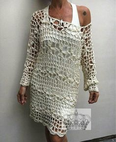 crochelinhasagulhas: No Instagram Crochet Tunic Pattern, Gown Pattern, Crochet Quilt, Crochet Shawl, Easy Crochet, Knit Crochet, Crochet Patterns, Lacey Tops, Crochet Woman