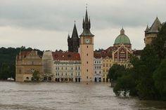 Prager Altstadt überschwemmt Juni, Notre Dame, Mansions, House Styles, Building, Travel, Home Decor, Old Town, Mansion Houses