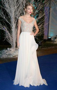 18 Times Taylor Swift Rocked Wedding-Worthy Looks | http://brideandbreakfast.ph/2015/02/18/18-times-taylor-swift-rocked-wedding-worthy-looks/