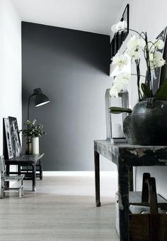 Gå i sort - på den elegante måde On October 3rd, Scandinavian Design, Sorting, Danish, Minimalism, House Design, Rustic, Living Room, Interior Design