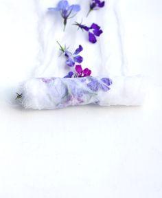 Bella técnica de teñido con flores.