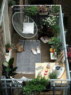 Du Hast Einen Kleinen Balkon Und Willst Eine Richtige Oase Schaffen? Ich  Habe Da Ein Paar Tipps Für Dich. Von Den Richtigen Möbeln Bis Zum  Dekoobjekt.
