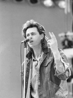 Bob Geldof -performing-at-the Live Aid Brenda Ann Spencer, The Boomtown Rats, Mundo Musical, Bob Geldof, 1980s Pop Culture, Live Aid, Irish Singers, My Generation, Portraits