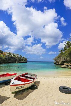 Vandaag deel 2 van mijn fotoverslag van Curacao! Dag 4 –Klein Curacao Op de vierde dag hadden we een boottrip naar Klein Curacao geboekt. Klein Curacao is een onbewoond eiland op ongeveer 2 uur varen van Curacao vandaan. Het is een kaal langwerpig eiland met een vuurtoren erop, en verder is er weinig te doen,...