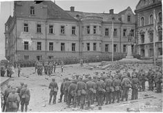 Sunday 31 August 1941 Finnish soldiers at a military parade in Viipuri celebrating its capture, 31 August They find the city in . Viborg, Night Shadow, Victory Parade, Man Of War, Fight For Us, World War Two, Finland, Wwii, Spanish