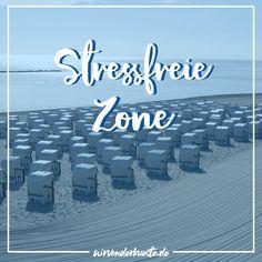 Würdest du jetzt nicht auch gerne am Strand sitzen und den Stress des Alltags vergessen??? Baby Accessoires, Shops, Am Meer, Strand, Movie Posters, Movies, Left Out, Men And Women, Deko