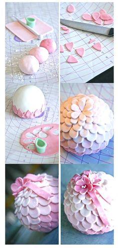 ball cake topper http://www.emmalee-design.com/cakes/more-bauble-cakes/