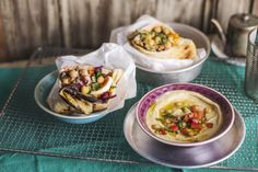 Sabich, egyenesen Izraelből Taco Pizza, Feta, Hamburger, Tacos, Mexican, Ethnic Recipes, Kitchen, Street, Beverages