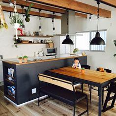 作業台~ダイニングテーブルイメージ。飾り棚が付く。