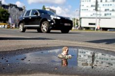 miniature street art by isaac cordal