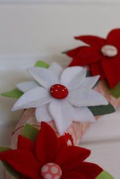 felt poinsettia wreath  from a spoonful of sugar
