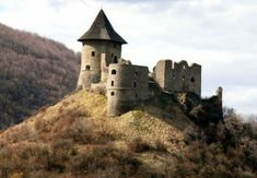 Somoskői vár (Salgóbánya-Szlovákia) Castle Ruins, Medieval Castle, Hungary Travel, Heart Of Europe, Beautiful Castles, Historical Architecture, Budapest Hungary, Eastern Europe, Homeland