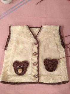 Knitting Crochet Baby Kids Elsa Tricot Sweater Vests Toddlers Cast On Knitting Baby Knitting Patterns, Baby Patterns, Cast On Knitting, Arm Knitting, Knitting For Kids, Cardigan Bebe, Baby Cardigan, Baby Boy Vest, Pull Bebe