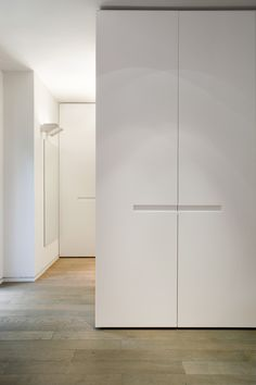 Galería de Casa en Tel Aviv / Levy Chamizer architects - 13 Wardrobe Door Designs, Wardrobe Design Bedroom, Wardrobe Doors, Wardrobe Closet, Built In Wardrobe, Closet Designs, Closet Bedroom, Closet Doors, Wardrobe Storage