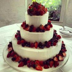 Ciao a tutte..eccovi alcune foto di torte alla frutta..chi di voi ha scelto questo tipo di torta?