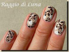 Raggio di Luna Nails: White flowers on creamy nude