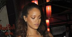 Surprise ! Rihanna s'est rendue au festival Coachella ce week-end. En compagnie de Courtney Love puis de Leonardo DiCaprio, la belle Barbadienne misait sur une panoplie d'accessoires bling bling. Focus !