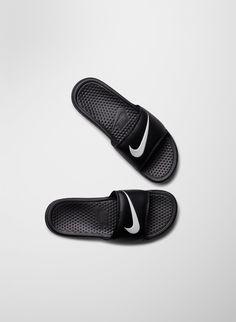 Nike BENASSI SWOOSH | Aritzia