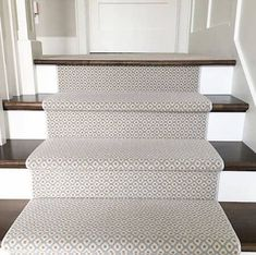 Do you need to choose and lay a stair runner? I share the best carpet style, installation methods, special considerations, and carpet pattern ideas. Stair Runner Carpet, Buying Carpet, White Carpet, Living Room Carpet, Interior, Bedroom Carpet, Best Carpet, Home Decor, Best Carpet For Stairs