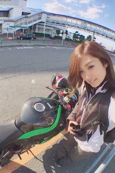 埋め込み Lady Biker, Biker Girl, Kawasaki Motorcycles, Grid Girls, Hot Bikes, Biker Chick, Street Bikes, Super Bikes, Bike Life