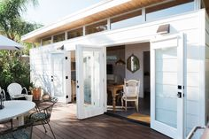 Th bungalow was designed by Modern Shed who specializes in innovative, eco-friendly spaces.