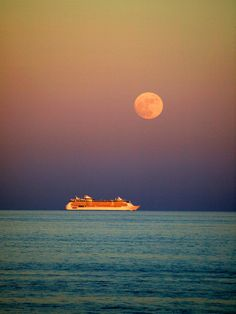Moonlit voyage on Independence of the Seas.