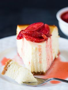 NEW YORK-STYLE CHEESECAKE WITH FRESH STRAWBERRY TOPPING