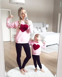 25 Lovely Mommy And Daughter Outfits Mother Daughter Pictures, Mother Daughter Fashion, Mother Daughter Matching Outfits, Mommy And Me Outfits, Mom Daughter, Kids Outfits, Fashion Mode, Kids Fashion, Cheap Baby Clothes