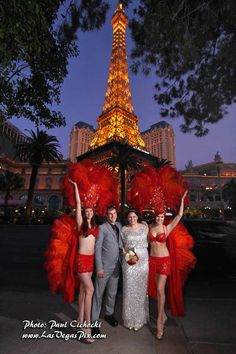 newly married couple poses with street entertainers in Las Vegas NV Las Vegas Photos, Surprise Proposal, Newly Married, Las Vegas Weddings, Old Hollywood Glamour, Couple Posing, Bridal Looks, Professional Photographer, Wedding Photography