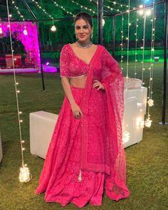 dresses to wear to a wedding gowns style celebrity Indian Fashion Dresses, Dress Indian Style, Indian Designer Outfits, Fashion Outfits, Hijab Fashion, Stylish Outfits, Bollywood Lehenga, Pink Lehenga, Lehenga Choli
