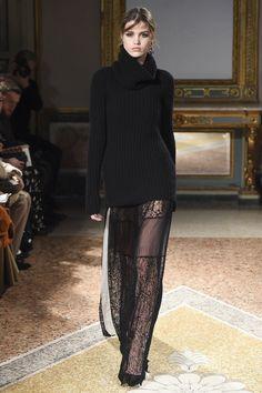 Les Copains Fall 2016 Ready-to-Wear Collection Photos - Vogue Fall Fashion 2016, Fashion Week, Runway Fashion, High Fashion, Fashion Show, Autumn Fashion, Fashion Trends, Milan Fashion, Knitwear Fashion