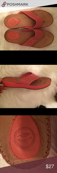 Sz 9 Nurture coral sandals. Very good condition.💗 These are so comfy and classy! You will love these ! nurture Shoes Sandals