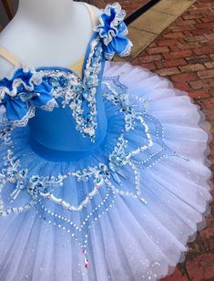 Tutu skirt, but white and purple with bodice fabric making part of the platter Dance Costumes Ballet, Tutu Ballet, Ballet Wear, Ballerina Costume, Ballerina Dress, Tutu Costumes, Ballet Dance, Bolshoi Ballet, Carnival Costumes