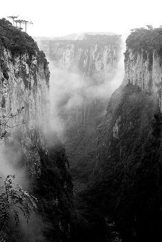 Canyon Itaimbé/Itaimbézinho @ Aparados da Serra National Park, RS, Brazil by Marcelo_Prais, via Flickr
