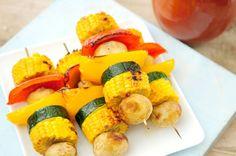 Een gezonde groentespies voor op de barbecue. Omdat bij BBQ-en vaak veel vlees en weinig groente gegeten wordt, kwamen wij op het idee om hier een gezonde draai aan te geven.