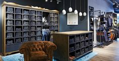 Store des Monats Oktober 2014: Bugatti  (Foto: Joachim Grothus) Visual Merchandising, Bugatti, Shops, Marketing, Divider, Room, Shopping, Furniture, Design