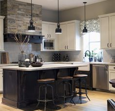 Love the valance curtain over the sink