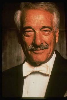 Victor Borge, de son vrai nom Børge Rosenbaum, est un comédien et pianiste américano-danois né le 3 janvier 1909 à Copenhague et mort le 23 décembre 2000 à Greenwich dans le Connecticut