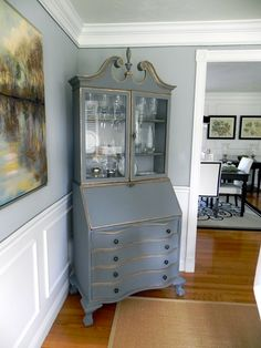 love this desk in gray