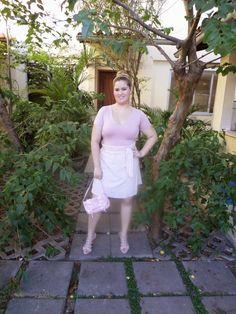 Minha musa: INSPIRAÇÃO DE CARNAVAL: BAILARINA  Saia, camiseta e bolsa cor de rosa. Pra fechar a produção uma tiara de pérolas.
