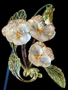 René Lalique 'Pensées' Brooch (1903-04): glass/ gold/ diamonds/ enamel - Coirtesy Société Lalique S.A. | Sokleine, flickr.com