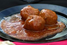 An easy Spanish meatballs recipe for pork and chorizo albondigas. Served in an easy and delicious tomato sauce. Perfect for tapas night! Meatball Recipes, Pork Recipes, Slow Cooker Recipes, Tapas Recipes, Spanish Meatballs, Italian Meatballs, Buffalo Meatballs, Greek Meatballs, Tapas Menu