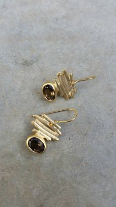 Gold smoky quartz minimalist earrings, Geometric stripes and Gemstone drop earrings. holiday gift - Women's style: Patterns of sustainability Metal Jewelry, Silver Jewelry, Fine Jewelry, Women Jewelry, Fashion Jewelry, Silver Ring, Gold Jewellery, Diamond Jewelry, Bridal Earrings